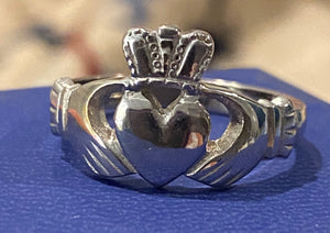 Ogham 10k white gold claddagh size 9.5