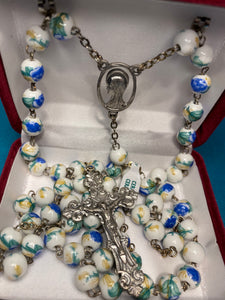 White floral print rosary AP22BR