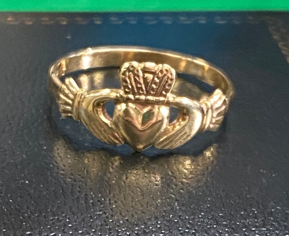 Small teen claddagh ring 10k