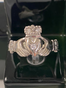 14k mans white gold with diamond claddagh size 11