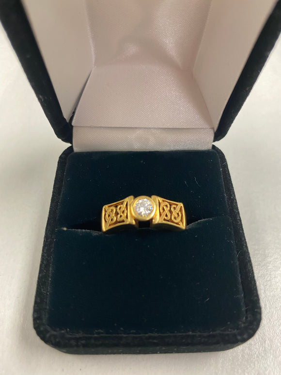 18K Gold Celtic Ring with Real Diamond