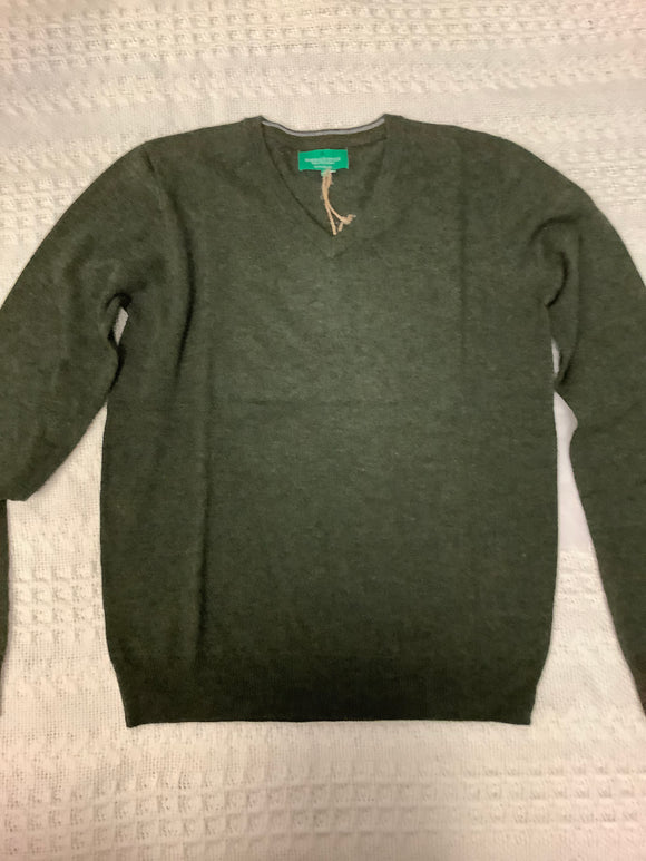Men's vneck lambs wool sweater evergreen