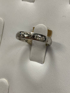 14k white gold thin claddagh band