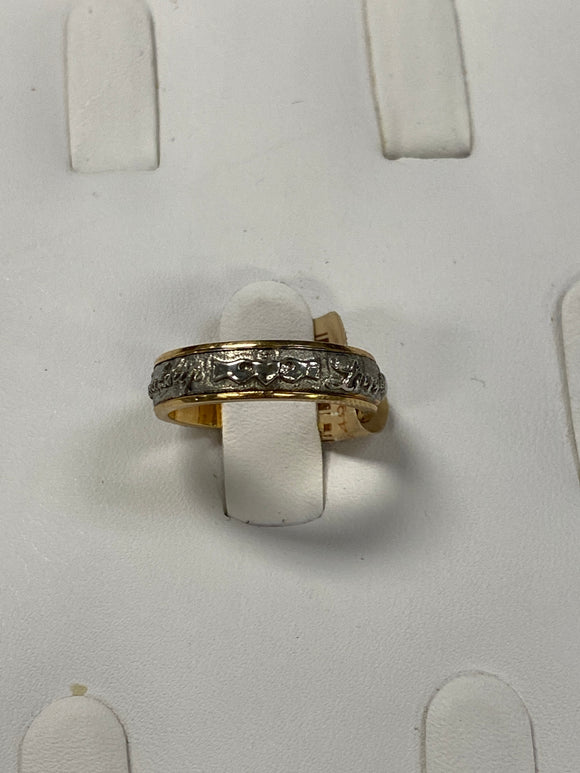 Claddagh two tone band W3985 size 6