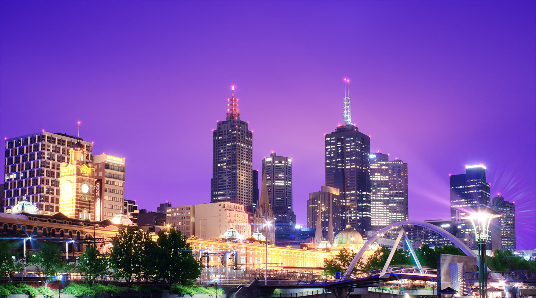Photograph of Melbourne at night, prior to COVID-19 | Nikki Darling Australia