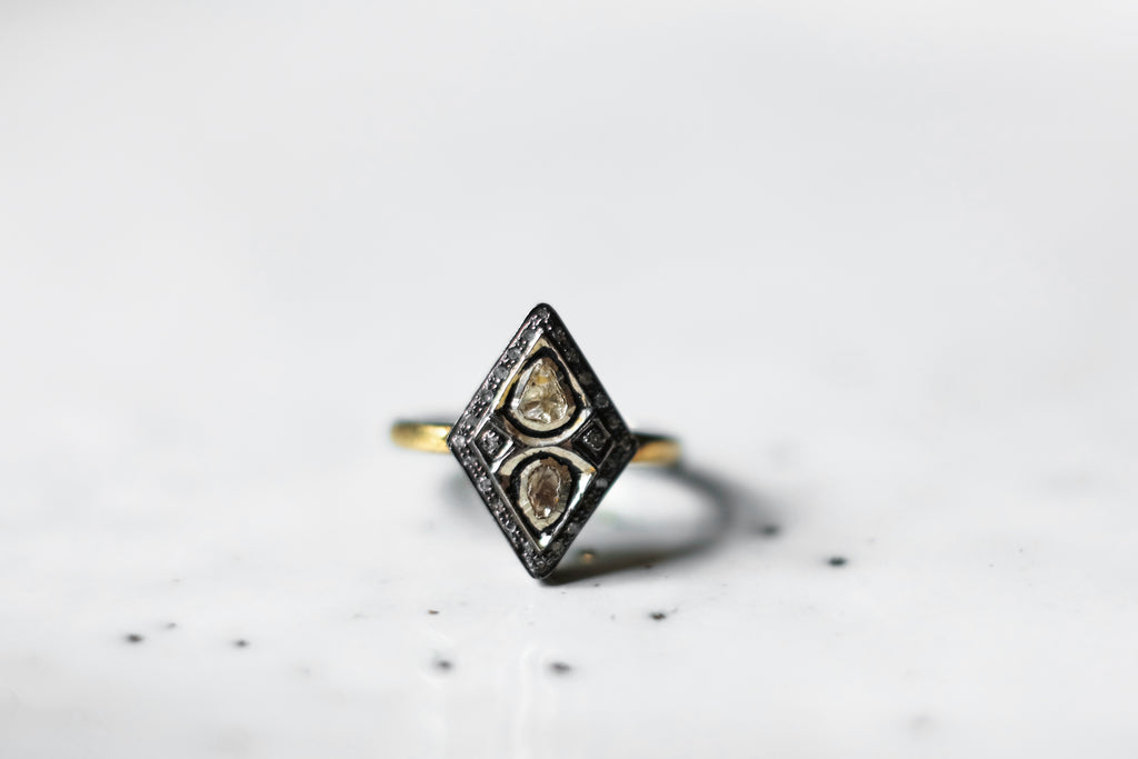 ANTIQUE DIAMOND RHOMBIC