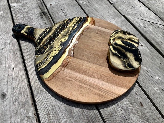 Black & White Resin Art Charcuterie Board & Coasters - ikigaicreations.ca