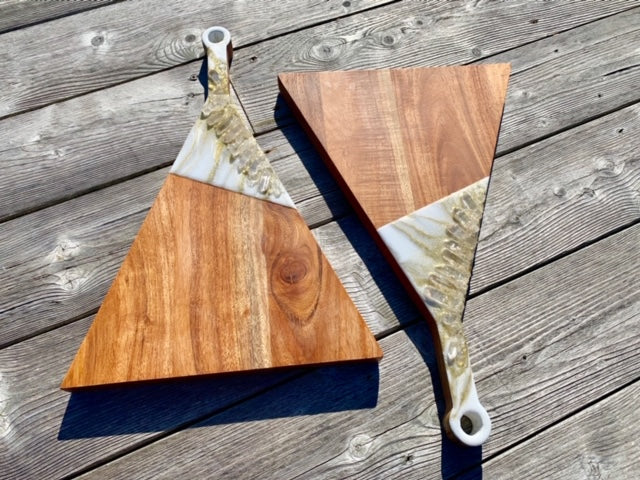 Triangle Resin Art Charcuterie Board - R - ikigaicreations.ca