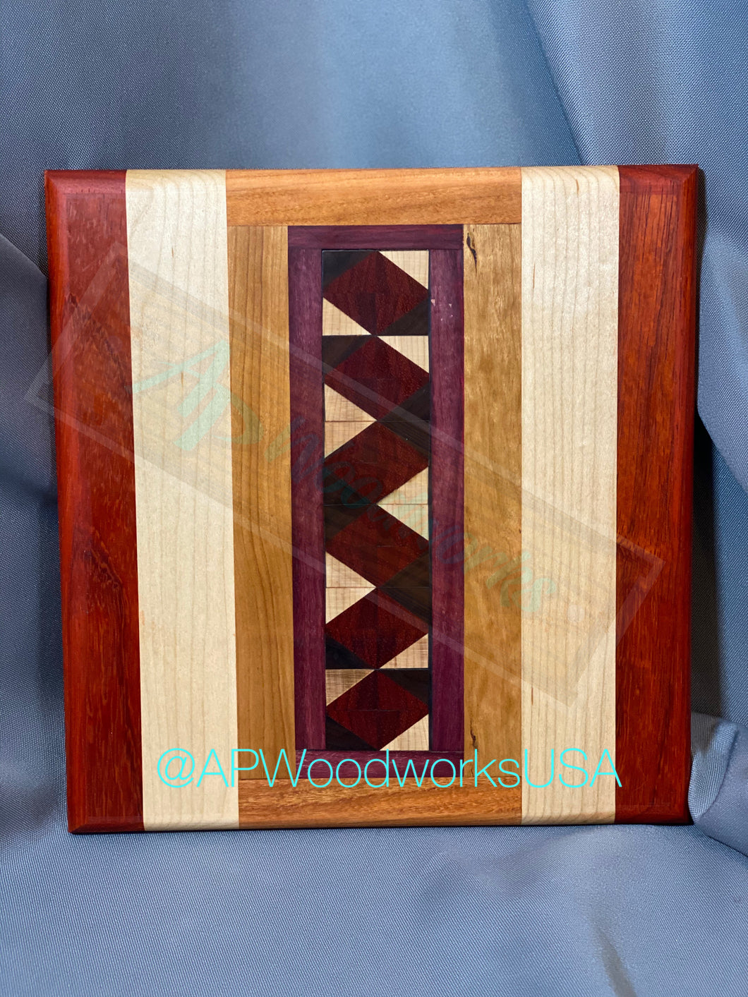 Zig Zag Middle Cutting Board