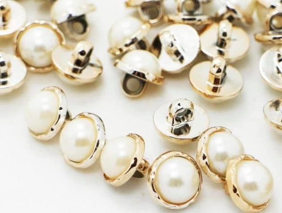 Gold pearl shank buttons.