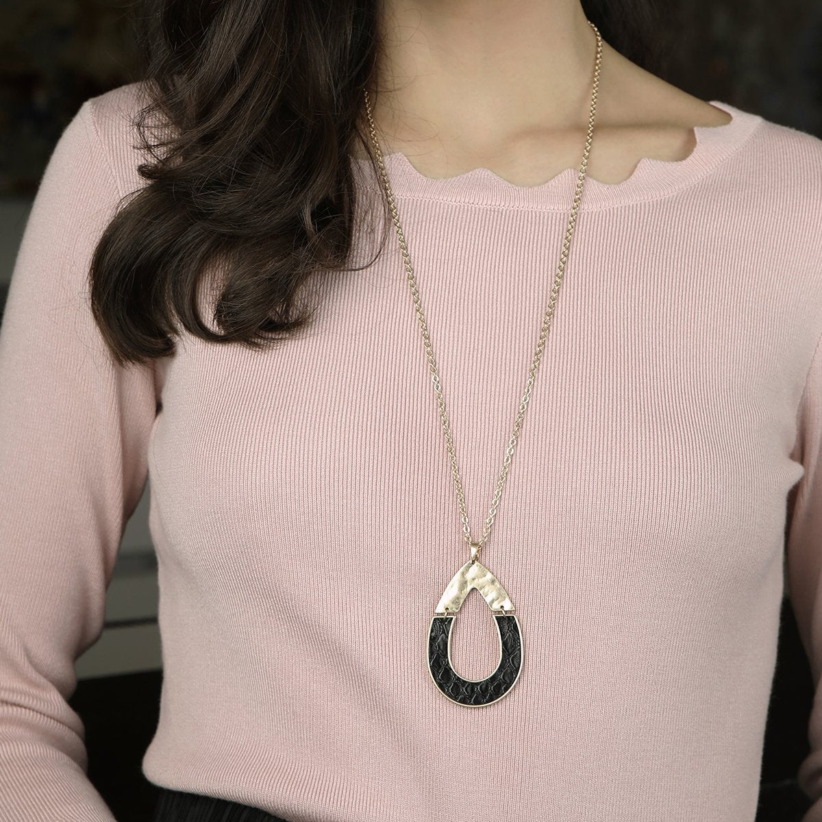 Harlow Pendant Necklace in Camel Leather