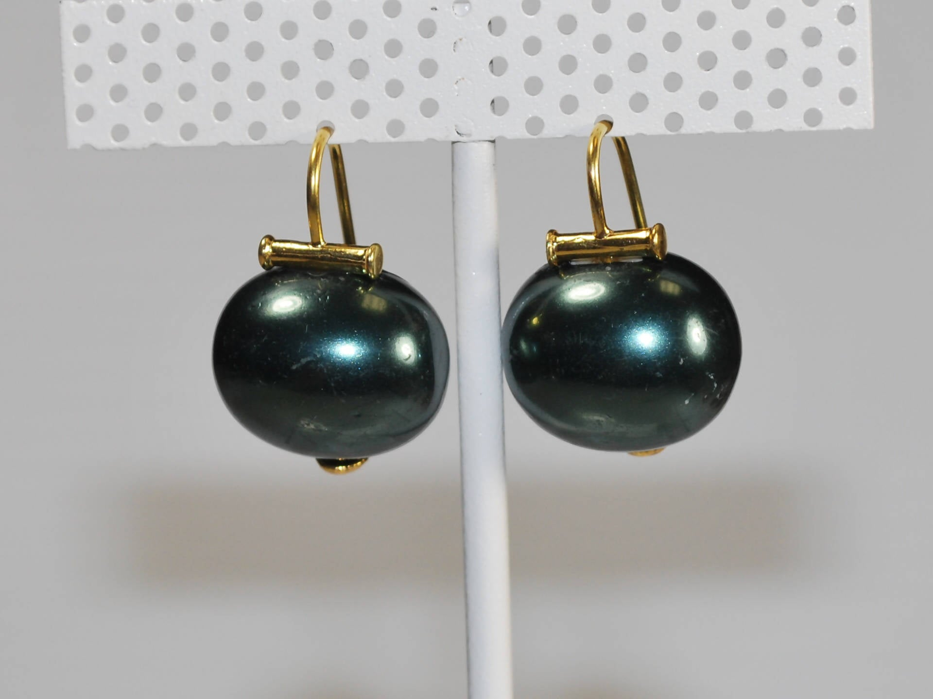 Mother of Pearl Earring in Deep Teal with Gold French wire (MOPe804)