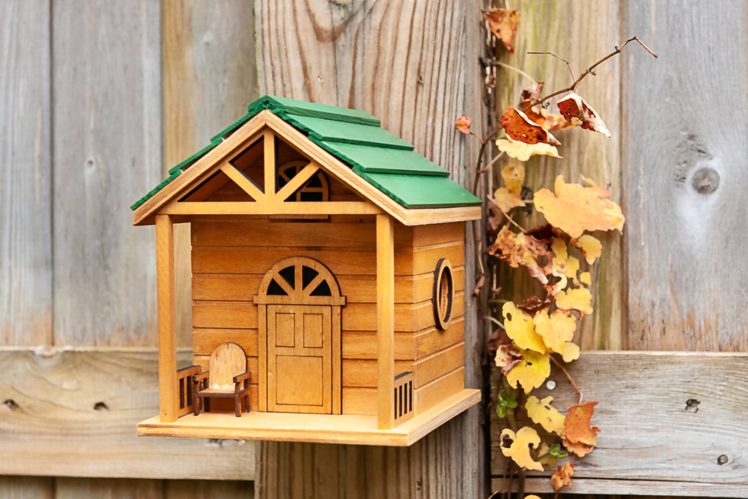 LIVING THE LIFE COTTAGE BIRDHOUSE