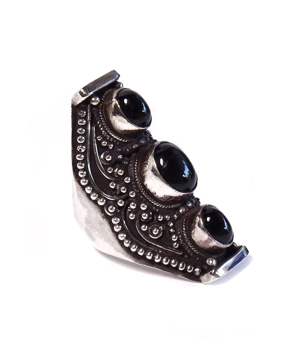 3-Stone Saddle Ring with Filigree