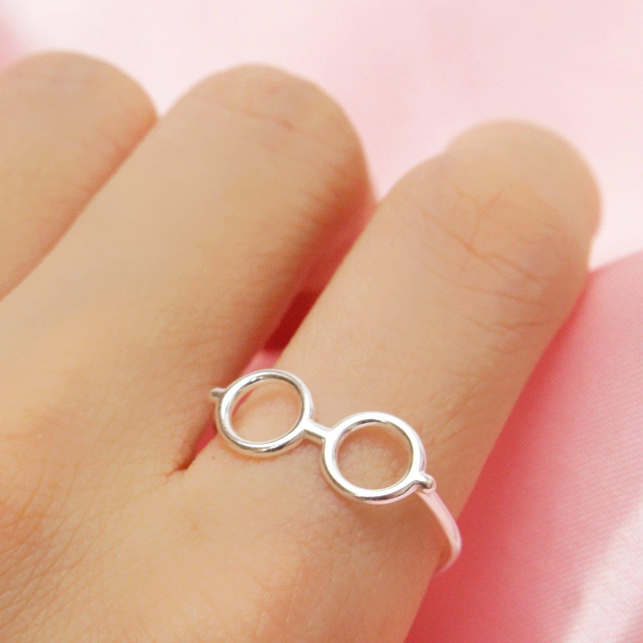 Round Glasses Ring