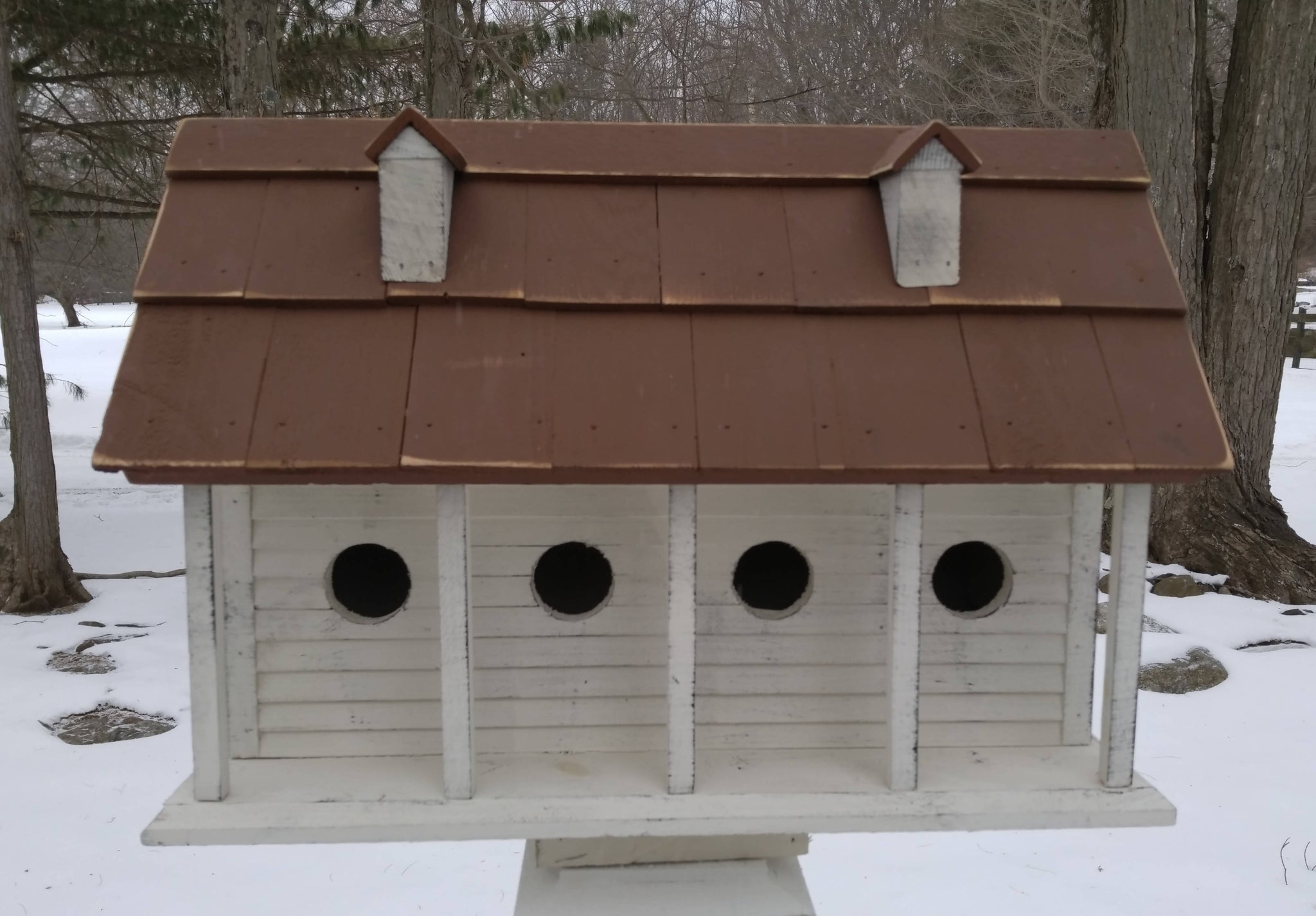MARTINSBURG MANOR (LARGE) – WHITE WASH W/BROWN ROOF