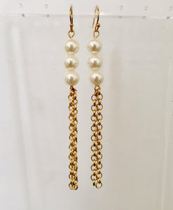 Pearl and gold chain earrings