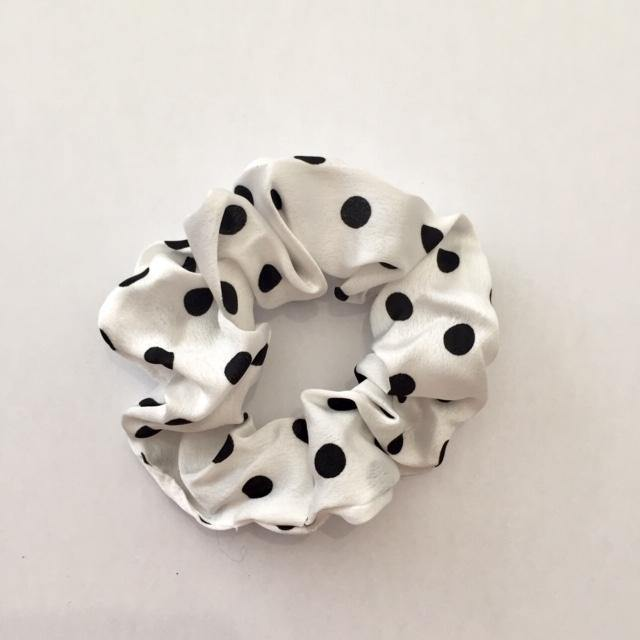 Black dots on white scrunchie