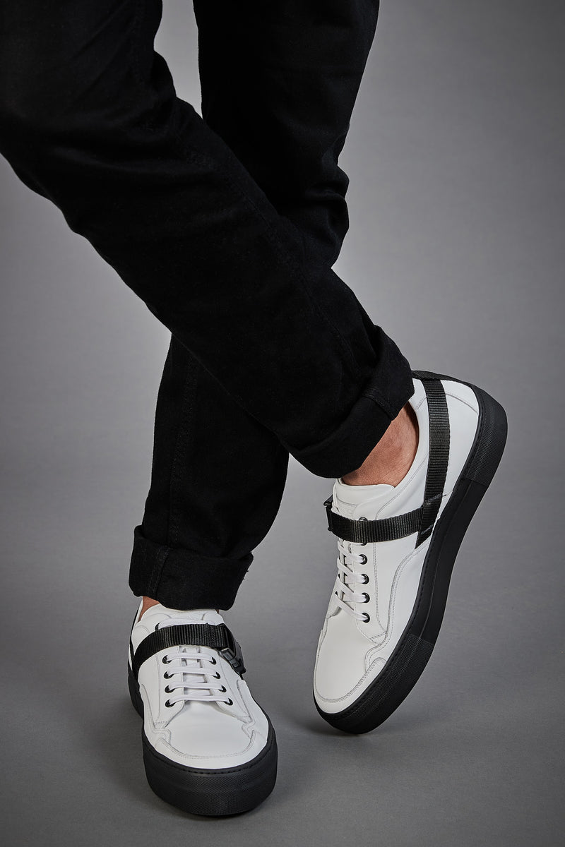 WHITE AND BLACK LOW TOP SNEAKERS - official website - shoes and accessories