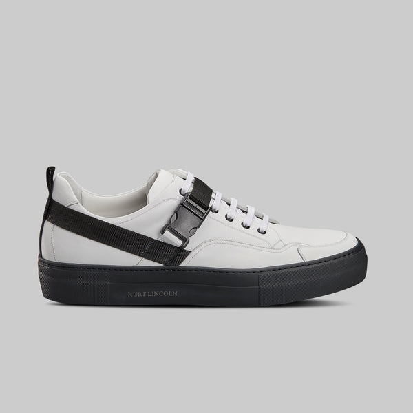 WHITE AND BLACK LOW TOP SNEAKER