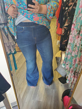 Load image into Gallery viewer, Flare Jeans- Curvy