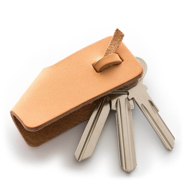 MUSUBU, a small leather key case Cammello