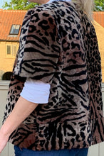 Load image into Gallery viewer, Aurelia  Short sleeved Leopard print shearling jacket