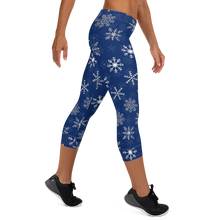 Load image into Gallery viewer, Snow Flakes Capri Leggings