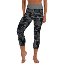 Load image into Gallery viewer, Chessie Survival Capri Leggings