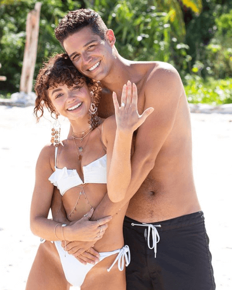 Sarah Hyland's Oval Diamond Engagement Ring | Shimansky