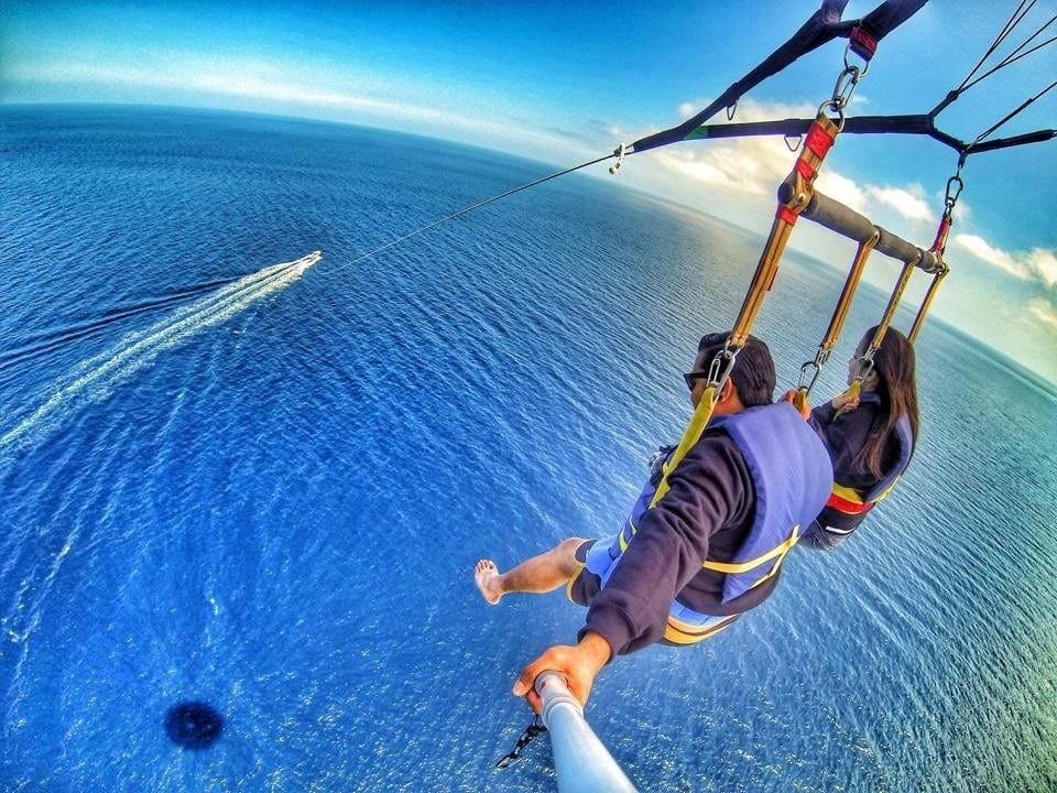 SELFIE POLE-PARASAILING-MARY-SALUDES