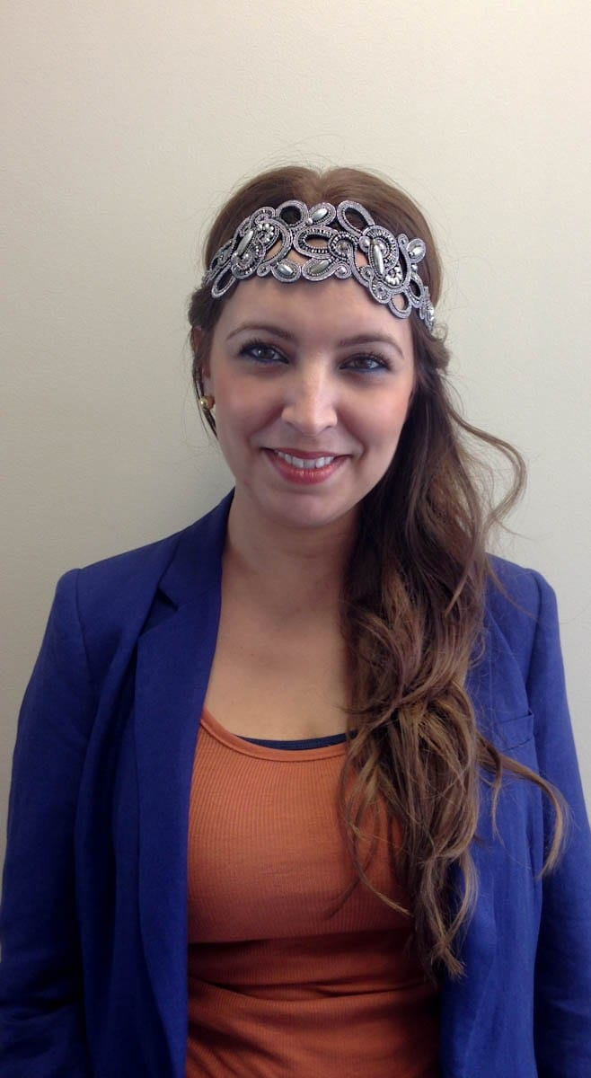 Mireya Showing us How to Wear a Pink Pewter Headband