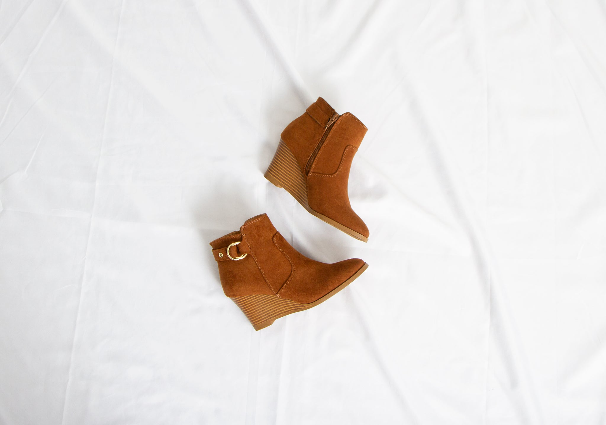 Qupid Shoes Orna Wedge Booties in Maple