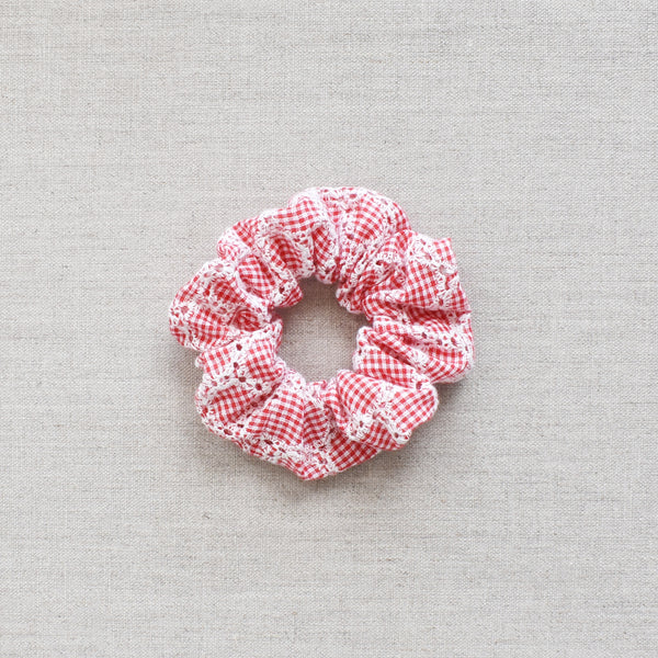 Scrunchie // Red Gingham Daisy Chain