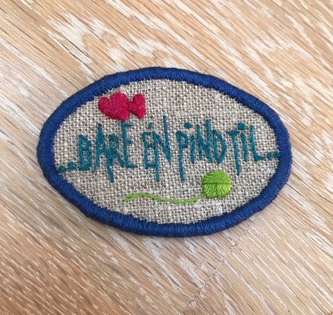 "Embroidery kit: Broche - ""Bare en pind til"" (just one more knitting needle)"
