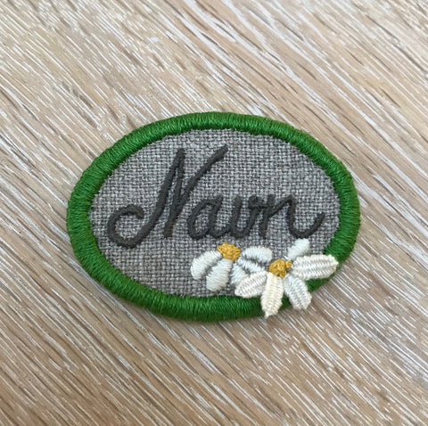 Embroidery kit: Broche - Nametag
