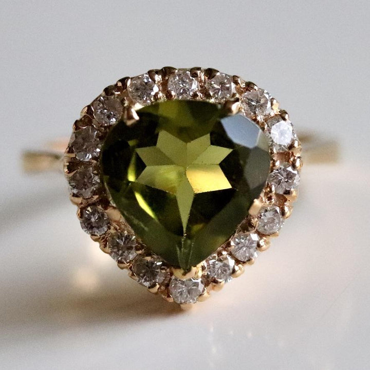 All About the August Birthstone: Peridot