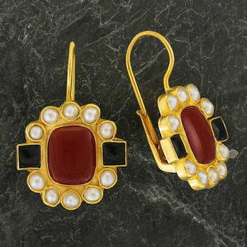 Queen Elinor Carnelian, Onyx and Pearl Earrings