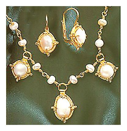 Set of Narcissus Pearl Necklace and Earrings