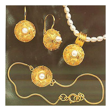 Set of Pindar Pearl Earrings, Necklace and Bracelet