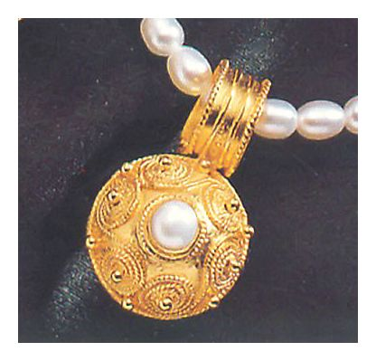 Pindar Pearl Necklace