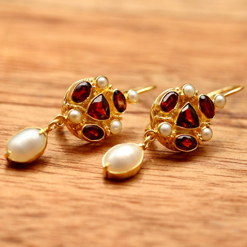 Lady Anne Garnet & Pearl Earrings
