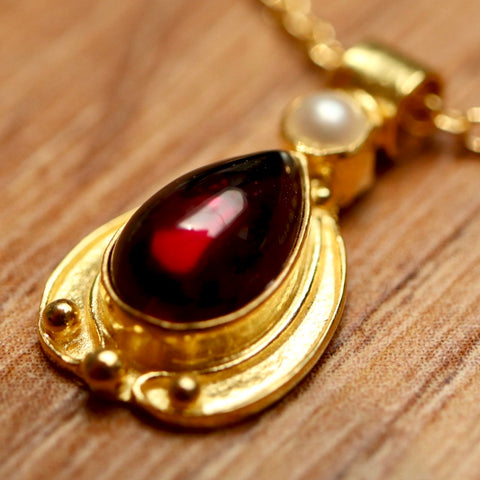 14k Garnet Lamplight Necklace