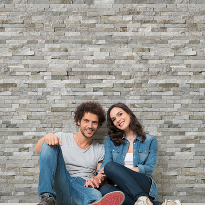 People in front of a wall made of Dumapan SMP Valladolid Light Grey Panels