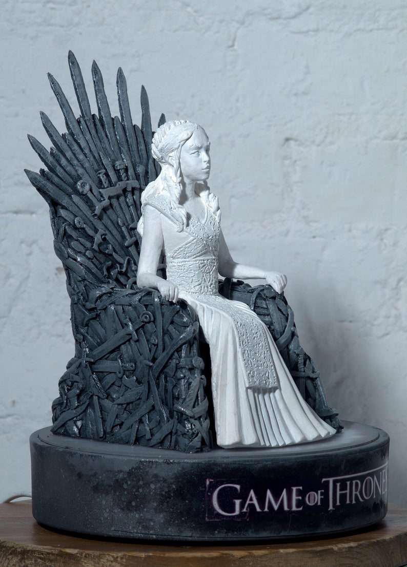 Game of Thrones Jon Snow And Daenerys Targaryen Iron Throne Figurine Lamp (Lamp + Figurine/2 In One)