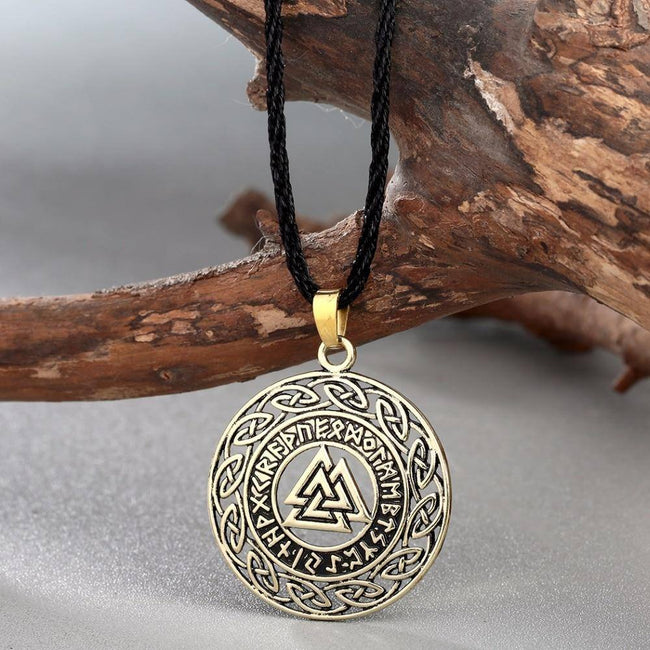 VALKNUT WITH RUNIC CIRCLE AND CELTIC KNOT NECKLACE Bronze Veg-Visir  veg-visir.myshopify.com Veg-Visir