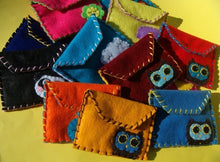Load image into Gallery viewer, Owly Snap Pouch - Eco-friendly Felt Owl Wallet/Pouch