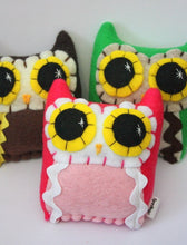 Load image into Gallery viewer, Little Owling - Eco-Friendly Felt Plush Owl