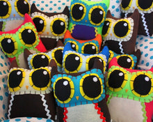 Load image into Gallery viewer, Custom Owl Mama - Eco-friendly Felt Plush Owl in Your Choice of Colours