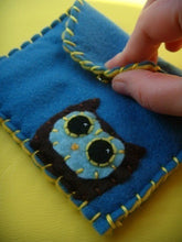 Load image into Gallery viewer, Custom Made Snap Pouch - Eco-friendly Felt Pouch/Wallet with your choice of colours and applique